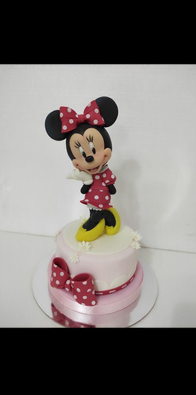 Tutorial Minnie realizzato da Valentina Maggio con pasta di zucchero Emy Model by Forcakedesigner.
